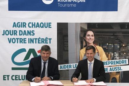 Signature crédit Agricole et Auvergne rhone alpes tourisme partenariat