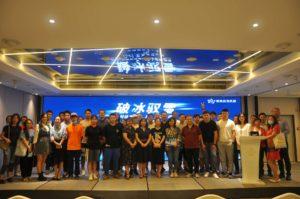Skieurs chinois dans les starting blocks
